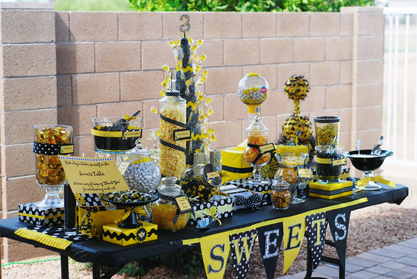 My Crafty Mom Made These Bumble Bee Centerpieces For All The Tables She Has Opened Her Own Etsy Store Now You Can See It HERE