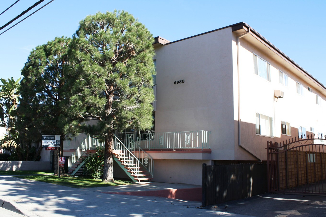 Property Management Company In Los Angeles New Listing North Hollywood 2 Bedroom Apartment