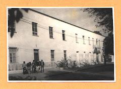 Antigua foto del frente del Colegio
