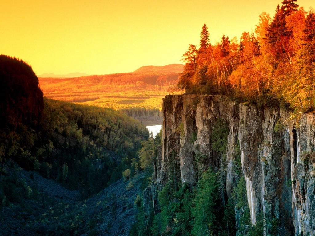 http://1.bp.blogspot.com/_D6V8KS70KD8/TJcVg7-g6PI/AAAAAAAACm0/VI10Zr7tSDY/s1600/Autumn_Light,_Canada.jpg