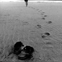 Camina a mi lado, y sigue sucediendo-
