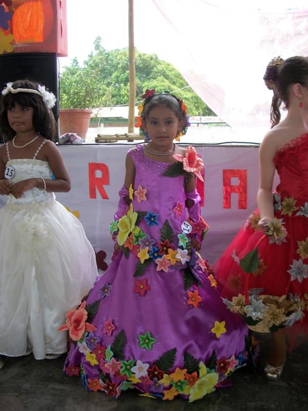 Excepcional Vestidos De Novia Reinas Cresta - Ideas para el Banquete ...