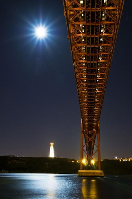 Noite de Lua Cheia sobre a Ponte - Ponte 25 de Abril, Lisboa