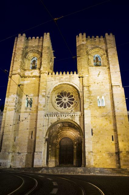 A Sé de Lisboa numa noite de Verão