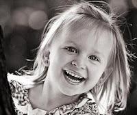 http://1.bp.blogspot.com/_DBLKIIvGS5c/TCVoOBXFhZI/AAAAAAAAAc0/AJfgHyZZUCo/s320/crian%25C3%25A7a+sorrio.jpg