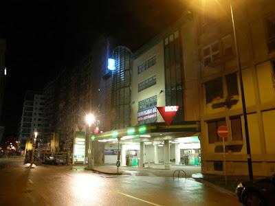Budapest, VIII. kerület, Futó utca, nyócker, MOL, benzinkút, ÖMV , parkolóház, Budapest, VIII. kerület, Futó utca 52. Cím: 1082 Budapest, Futó u. 52.