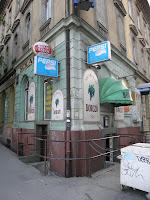 II. kerület,  blog, Budapest, Széna tér, Kétlyukú, Széna tér,  II. kerület,  Mammut pláza, üzletház,  olcsó, kocsma, Badacsony Borozó, söröző