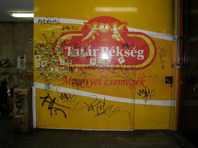 városvédő, matrica, kannásbor, IX. kerület, kannás bor, Budapest, Kommunikáció, urbánus, Pöttyös utca, metró, metróállomás, városi, üzengetés