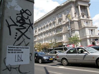 plakát,  Kétfarkú Kutya Párt, Bajcsy Zsilinszky út, belváros, V. kerület, street art, utcaművészet