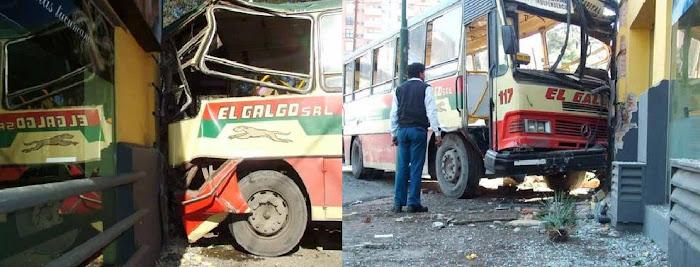 Diez heridos al chocar un colectivo y una camioneta