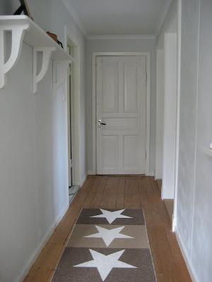 Trappa trappa hylla : Hemma på Kråkered: Förebilder - övre hall o trappa!
