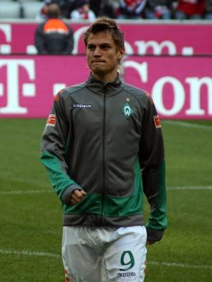 gay markus rosenberg sport soccer man walking with bulge in shorts