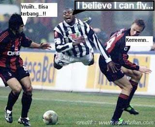 Gambar KOCAK di pertandingan SEPAKBOLA I-believe-i-can-fly2