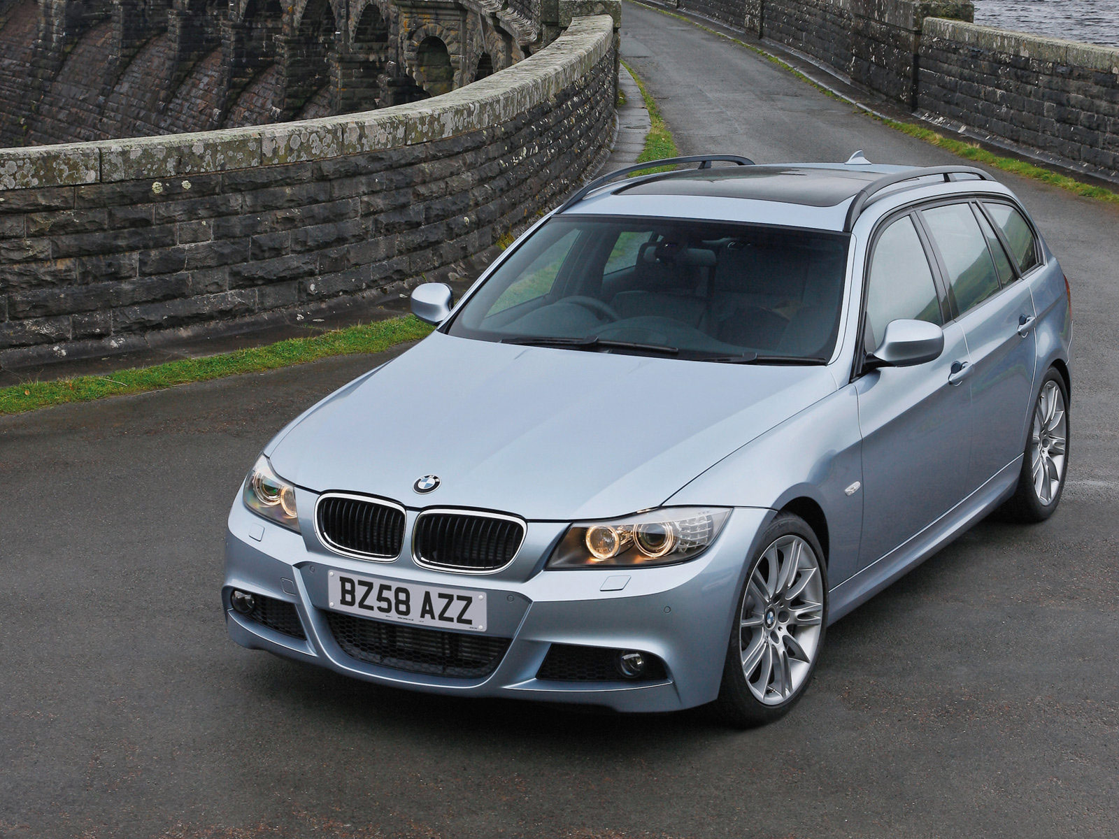 Insurance Car: BMW 3-Series Touring UK Version (2009) pictures