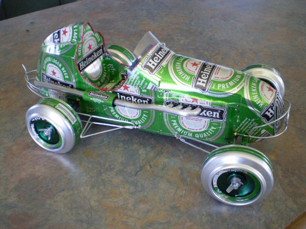 http://1.bp.blogspot.com/_DEuKZnPf0vo/TT5Da3bSqYI/AAAAAAAAEo4/eerXHk3FC3E/s1600/coches-juguetes-lata-artesanal-14.jpg