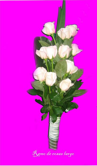 Ramo largo rosas con hojas verde