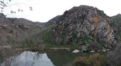 Vista general del Cerro del Bu y delas vías - sobre línea de puntos las alternativas tomadas
