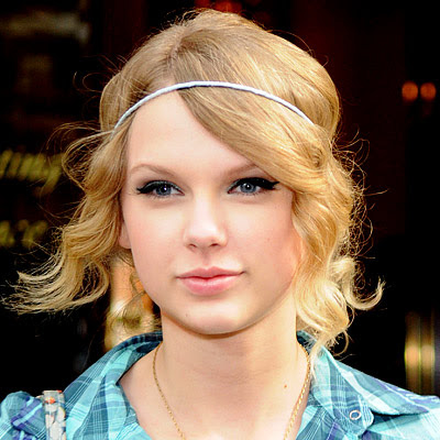 how to make taylor swift curls. Taylor Swift With Straight