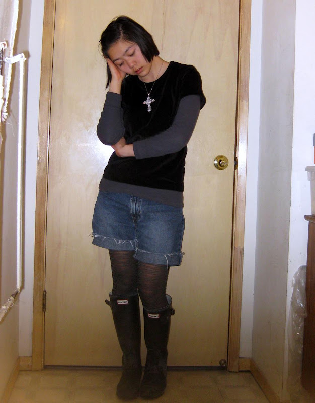 black velvet t-shirt, silver rhinestone cross necklace, gray Old Navy thermal via M80, denim cutoffs, Hunters rain boots