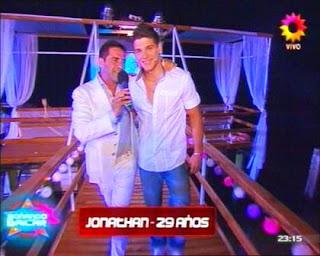 Jonathan González: Soñando por Bailar 2011 (Participante).