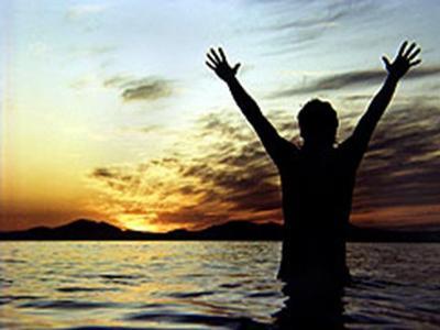 [raising_hands_to_sky.jpg]