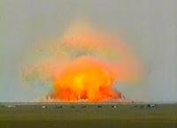 explosion de la bombe père de toutes les bombes
