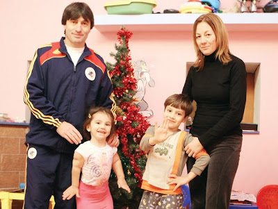 Kassandra Rotariu with her family