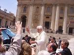 a)Il Santo Padre ci saluta e ci ringrazia per i doni, oggi 2 maggio 2007.. siamo rinati!