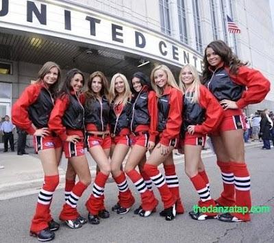 Blackhawk's Ice Crew Meet the Zdeno Chara of Ice Girls