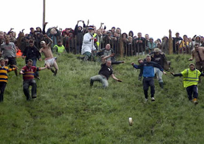 Cheese Rolling Festival (England) 01