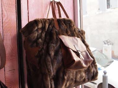 sac fourrure - poche en cuir