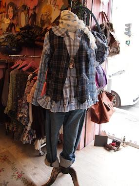 gilet en drap de laine écosssais bleu marine et gris - chemise en coton écossais bleu ciel
