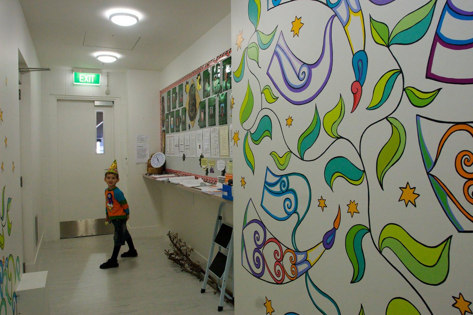 Как оформить коридор в детском саду
