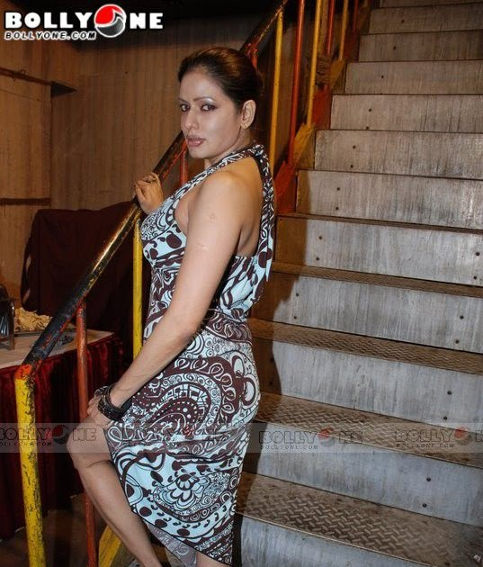 DESI GIRLS AND INDIAN - BRITISH AUNTIES PICS: Roxing Smart