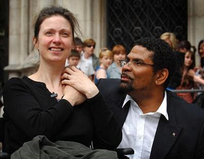 Debbie Purdy og Omar Puente