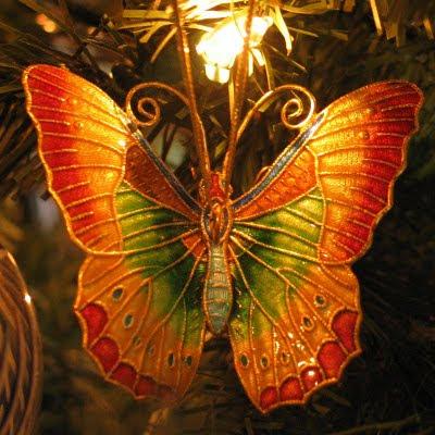 Kunstig sommerfugl til ophængning på juletræ