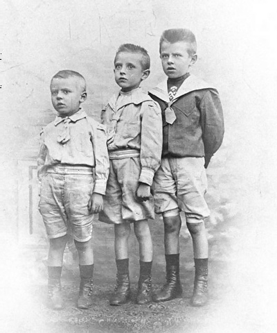 René Magritte med sine to yngre brødre
