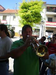 EL ULTIMO DIA DE BANDA DE MUSICA SE COGIA  LOS INSTRUMENTOS MUSICALES