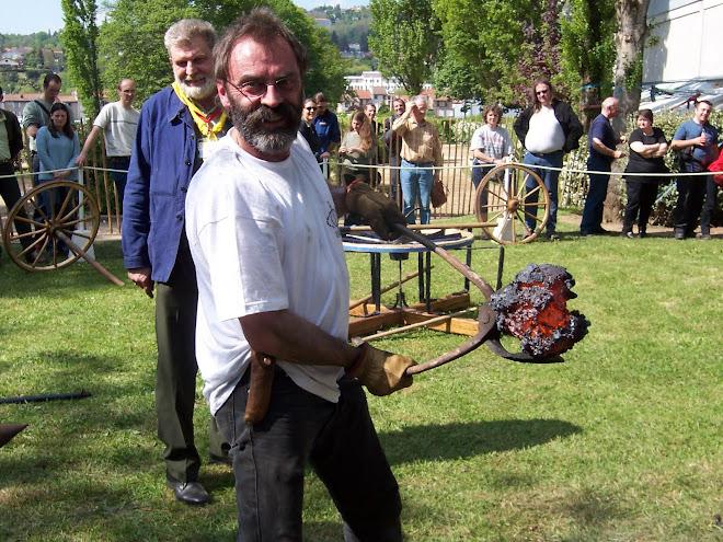 mai 2004, salon de la coutellerie française à Thiers