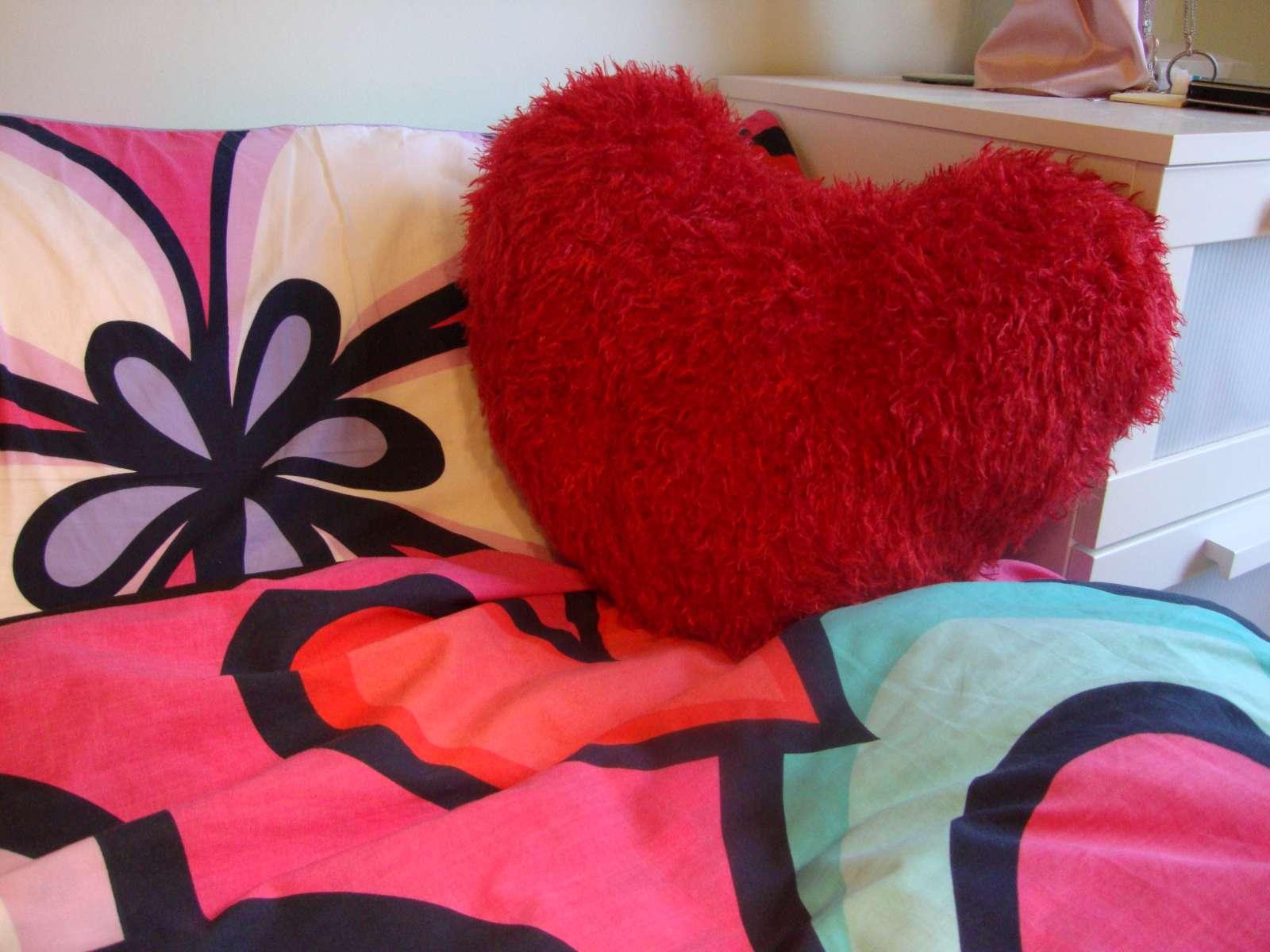 Knitting Pattern Heart Shaped Cushion : One Girl, One Quest: Knitting pattern: Heart shaped cushion