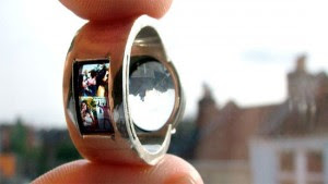 Wedding ring can function as a crude projector
