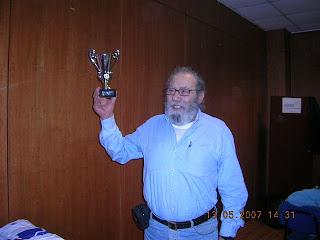 Walter Tarira com troféu