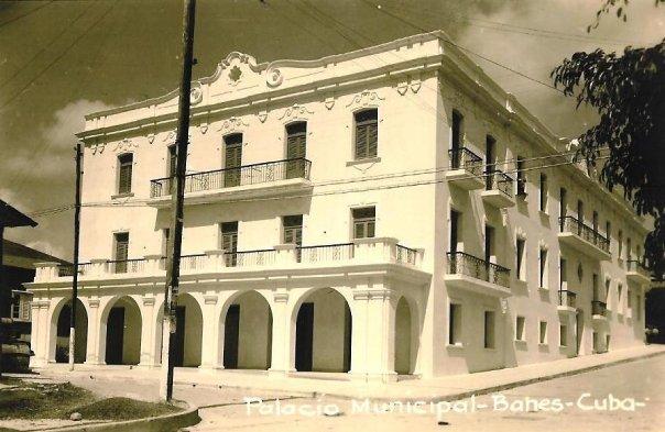 EL PALACIO MUNICIPAL DE BANES EDIFICADO EN EL AÑO 1948