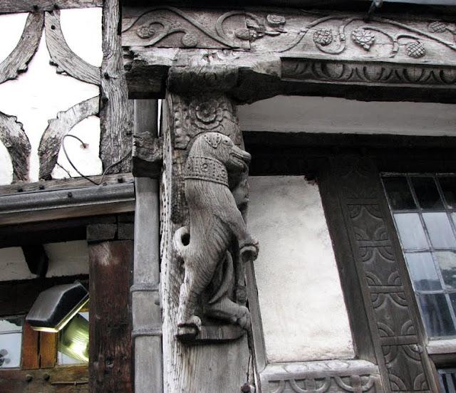 1595 Dog on the Garrick Inn Pub, Stratford-upon-Avon, England