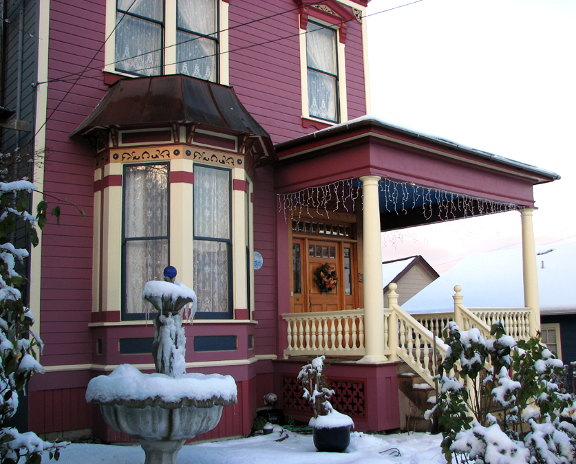 Fountain and Victorian Home, Astoria, Oregon