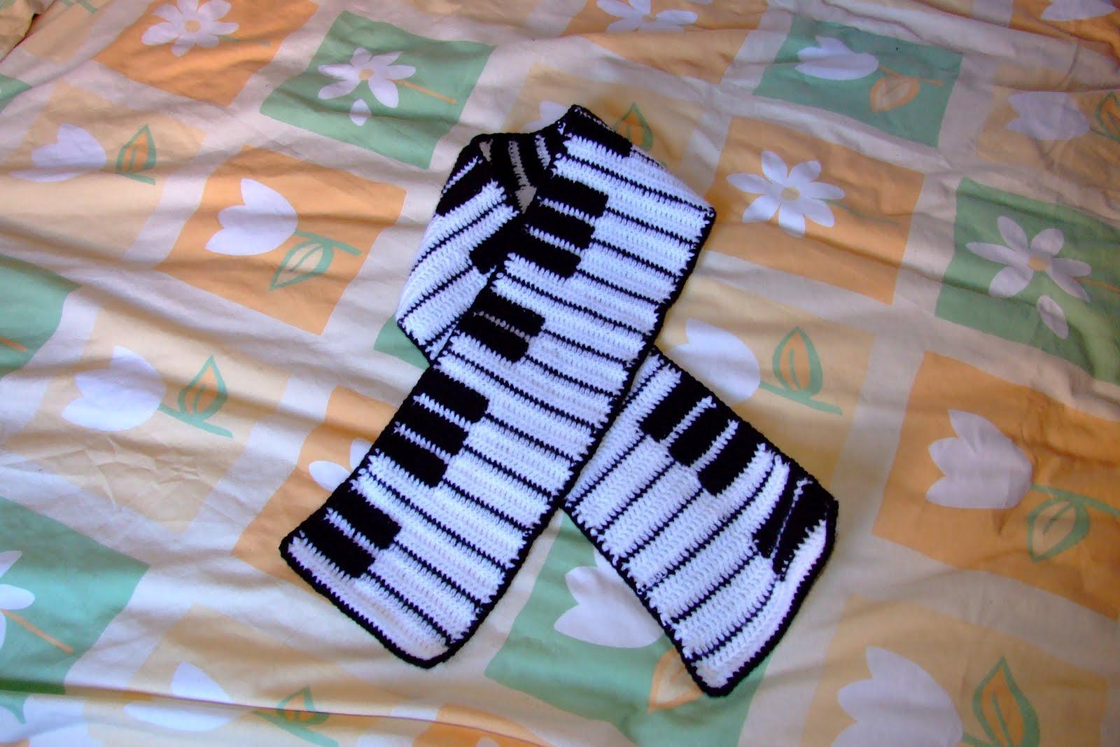 http://mislaboresytrabajos.blogspot.com.es/2010/02/hacemos-una-bufanda-piano.html