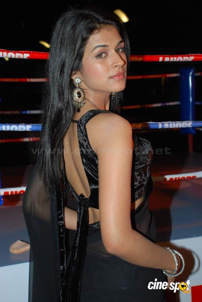 , Shraddha Das Hottest Stills in Black Saree