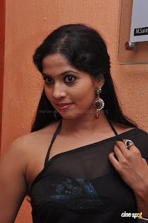 HOT ACTRESS DEVIKA PICTURE GALLERY