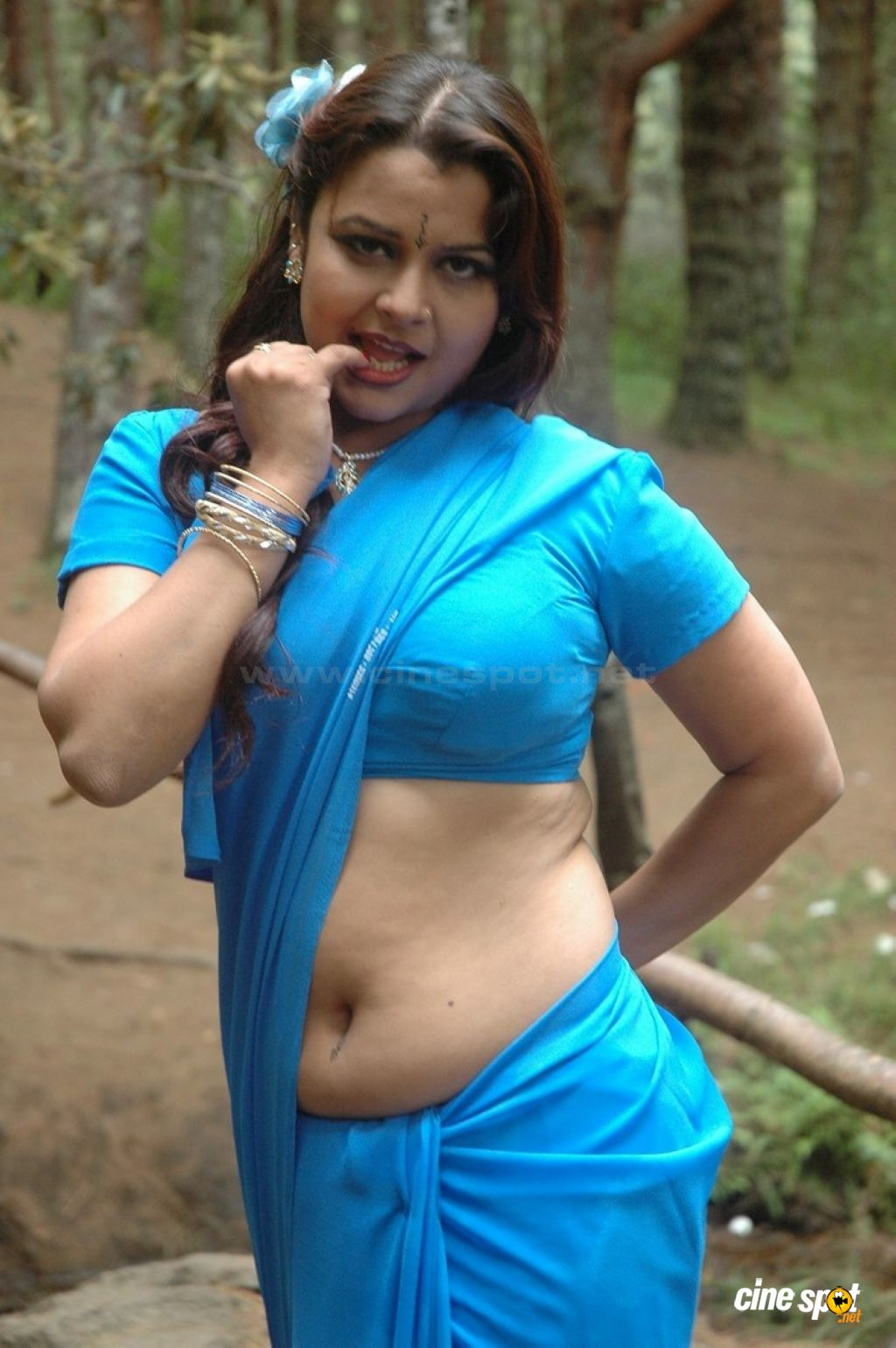 Mar 05, 2012 · Tamil Actress Sonia Agarwal Hot Saree Photos from oru ...