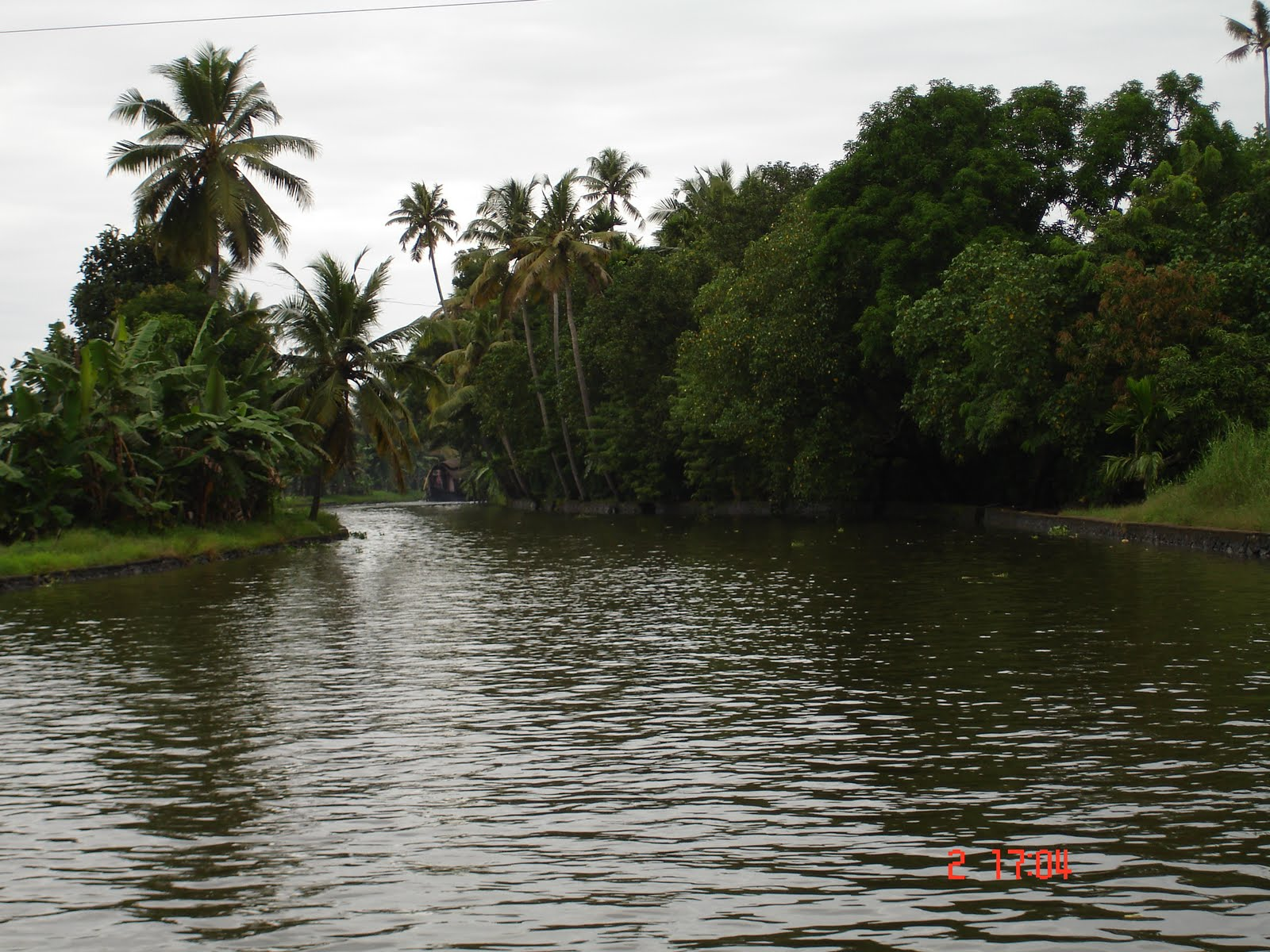 Travel living kerala plan and review allepey house boat for Travel planners kerala reviews